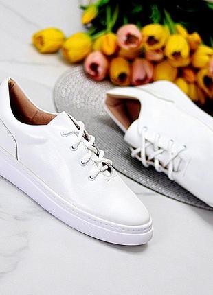Белые кожаные кеды