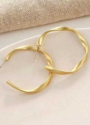 Классные серьги крученые кольца минимализм сережки колечка  золотистые новые кульчики кільця