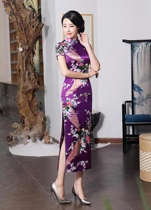 Традиционное платье ципао макси длины принт павлины в цветах