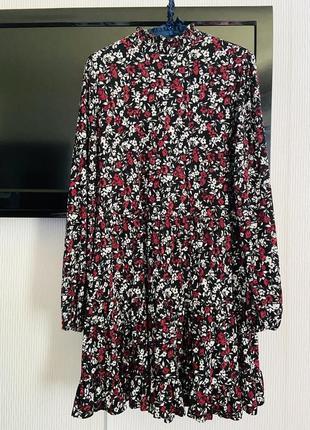 Красивое платье с воланами f&f