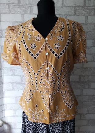 Трендовая блуза из шитья с рукавами буфами