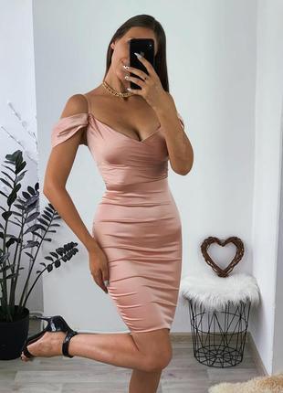 Шикарное пудровое  платье  миди от бренда oh polly
