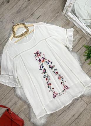 Блуза украшенная вышивкой большого размера