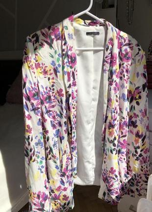 Пиджак прямого кроя удлинённый в цветочный принт