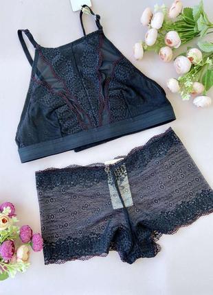Необычный черный комплект женского нижнего белья