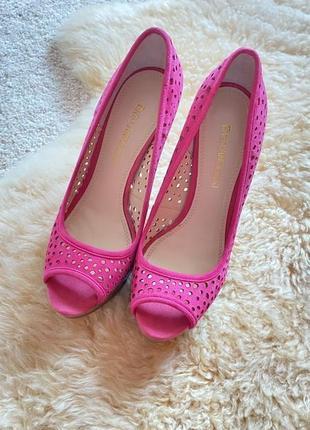 Яркие туфли с открытым носком enzo angiolini