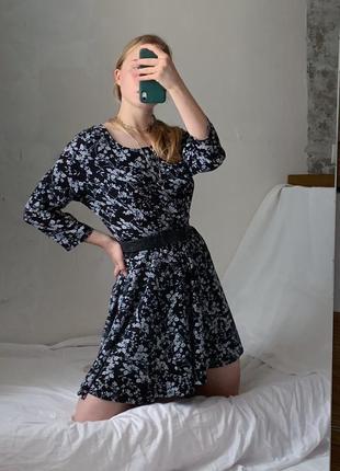 Платье с рукавом в цветы тренд