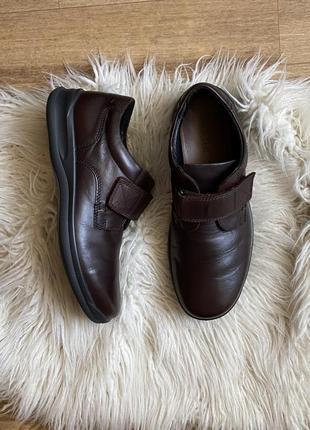 Hotter натур. кожаные туфли на липучках мокасины