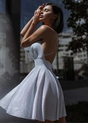 Блестящее запоминающееся вечернее платье мини