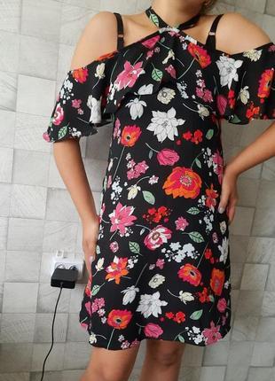Плаття в квітковий принт, цветочный принт