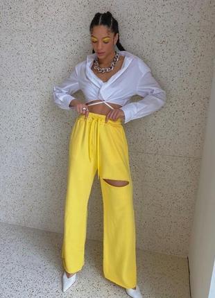 Женские спортивные штаны клёш с дырочкой