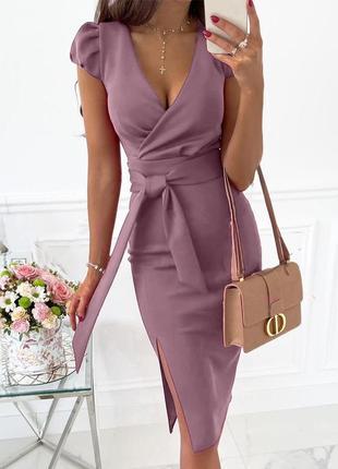 Элегантное женское платье с разрезом