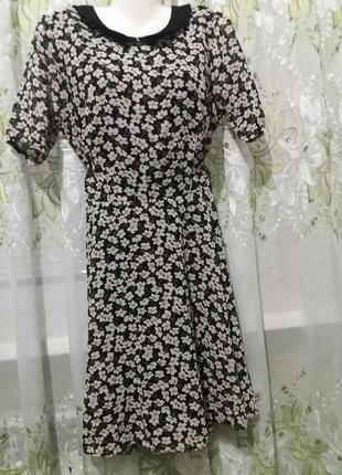 Очень красивое платье в ромашках
