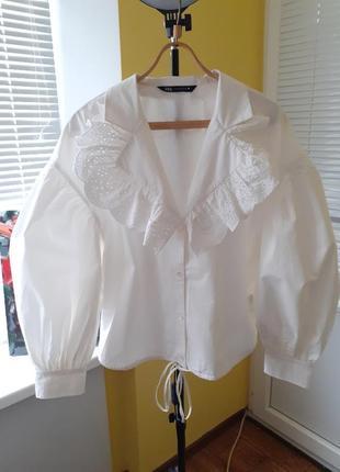 Белая рубашка с большим воротником и объёмными рукавами от zara новая коллекция
