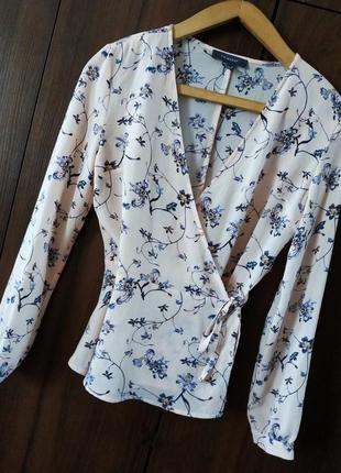 Легкая блуза на запах в цветочный принт