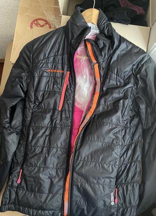 Продаю свою курточку  оригінал , sm  mammut  тонкий пуховик