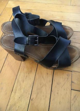 Сандалі туфлі