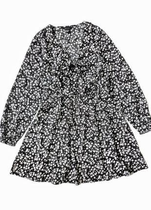 Гарне плаття в квіточки  розмір 14 л  тканина легка спадающа  рукава на резинці  талія на резинці  на грудях зарязується на бантік