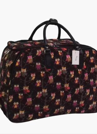 Дорожная сумка на колесах с выдвижной ручкой черного цвета с совами, среднего размера