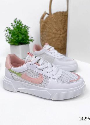Женские кроссовки с перфорацией4 фото