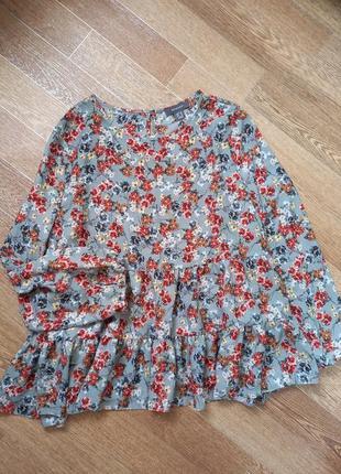 Класна блуза з рюшами  розмір хл  стан ідеальний