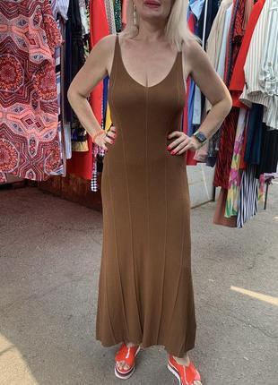 Коричневое трикотажное платье платье миди