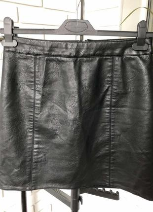 Стильная базовая чёрная кожаная юбка кожзам ,размер -м