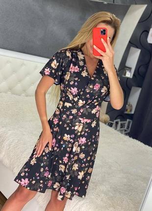 Жіноче плаття з імітацією на запах