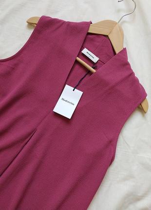 Блузка безрукавка с  красивым декольте от modstrøm
