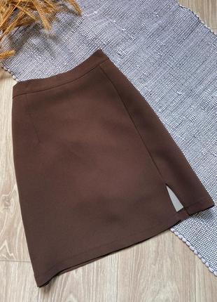 Мини юбка трапеция из костюмной ткани с небольшим разрезом сбоку thong