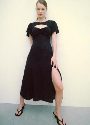 Платье в горох с разрезом на ноге от zara