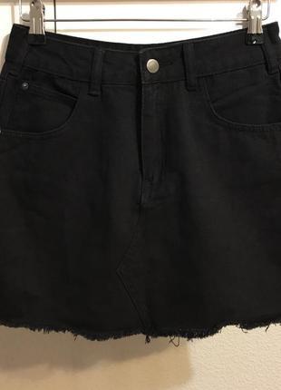 0040a356546 Черная джинсовая юбка boohoo Boohoo
