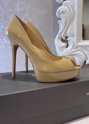 Туфли с открытым носком vince camuto
