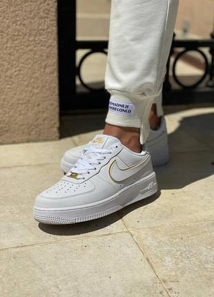 Женские кроссовки nike air force 1 07 essential white gold