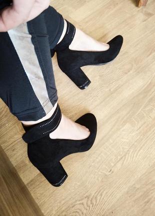 Шикарні туфлі екозамша 25см