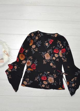Красива блуза в квіти на запах quiz.