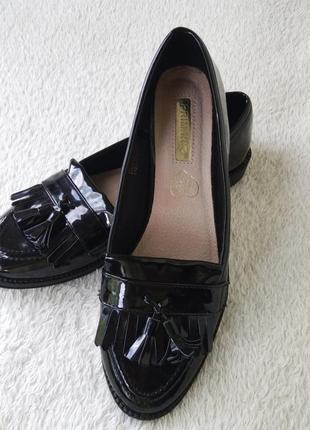 Бесплатная доставка 500 грн 🌹черные лакированные туфли лоферы  низкий каблук