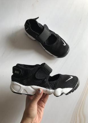 Оригінальні кросівки коралки nike