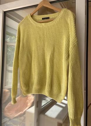 Лёгкий свитер желтый