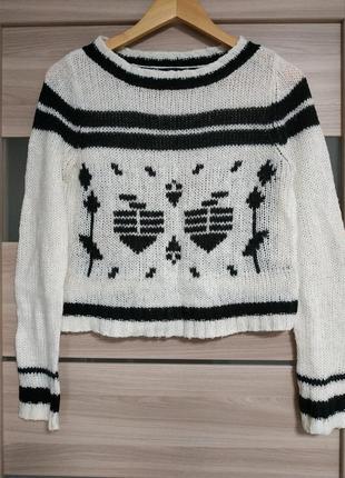Стильный укороченный свитер в орнамент