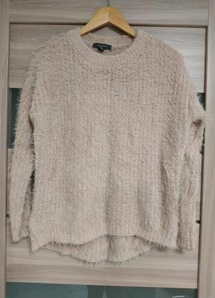 Мягкий тёплый свитер нежно персикового цвета