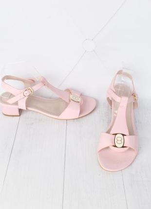 Пудровые босоножки 39 размера на маленьком каблуке