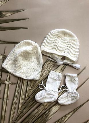 Вязаный набор шапочки носочки
