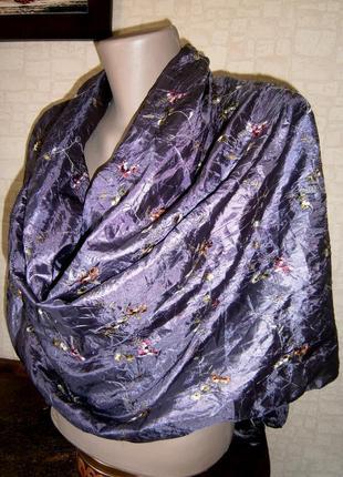 Большой. красивый шарф из натурального шелка с вышивкой.