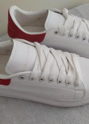 Жіночі кросівки 38 р відомого італійського дизайнера.