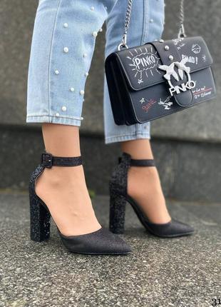 Красивые женские туфли на удобном каблуке с блестками