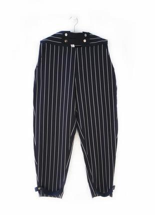 Актуальные стильные брюки джинсы бананы в полоску