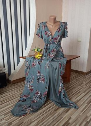 Шикарное длинное платье в цветах на запах