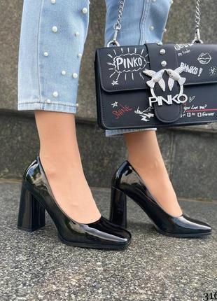 Классные женские туфли на удобном каблуке лаковые