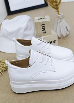 Женские кроссовки кожаные белые, женские кроссовки на массивной подошве, молодежные кроссовки экокожа, базовые кроссовки кожаные белые